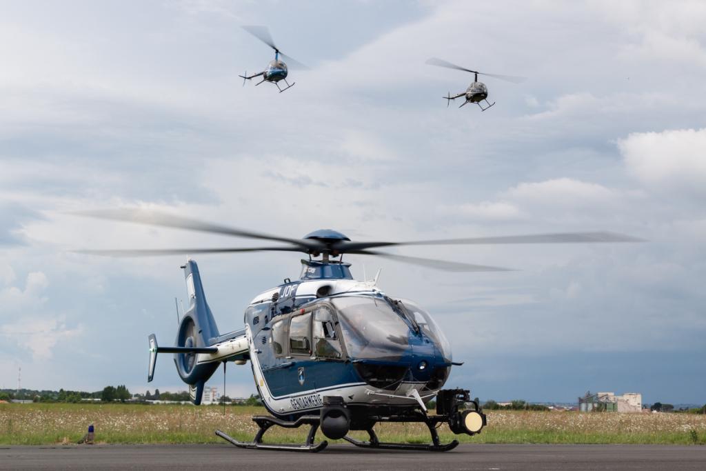 EC135 - Gendarmerie Nationale - France + R22 Patrouille Tango Bl
